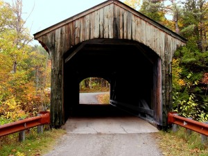 covered-bridge-380719_640